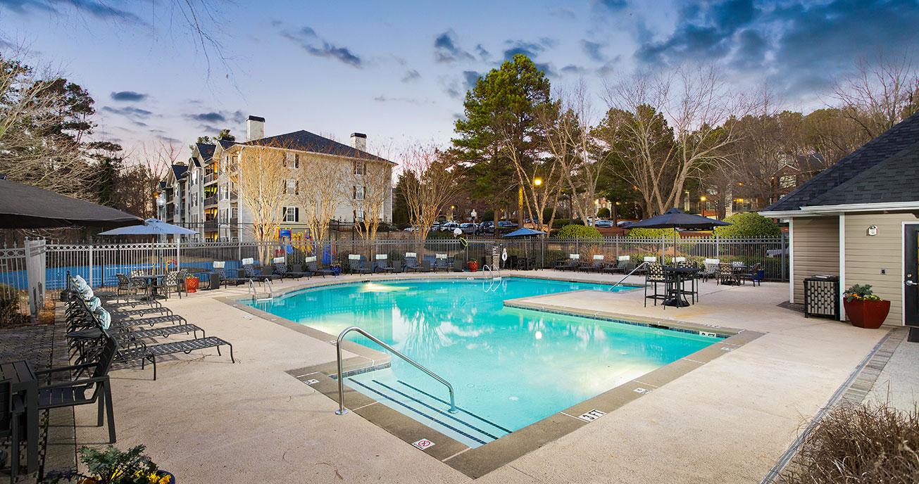 outdoor pool, river vista, atlanta ga