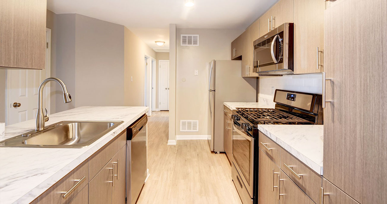 kitchen with appliances, seven oaks, odenton md